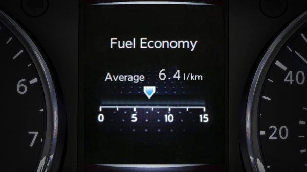 شاشة توضح متوسط استهلاك الوقود في نيسان أكس-تريل