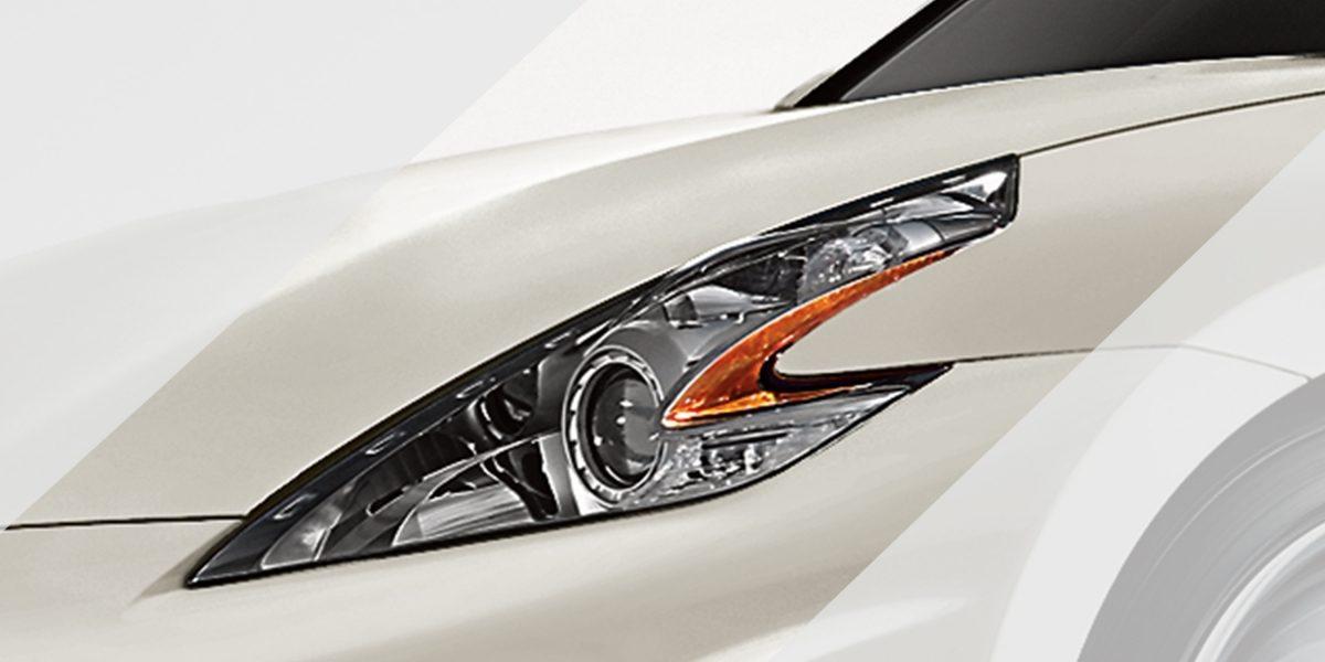 370Z مصابيح أمامية سهمية الشكل في سيارة  نيسان