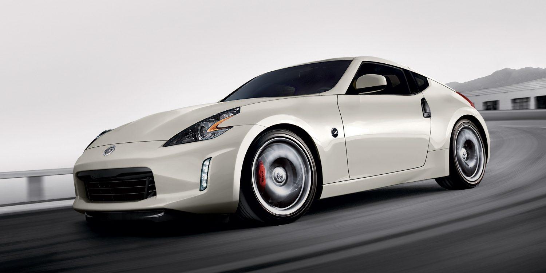 370Z سيارة نيسان بيضاء كوبيه