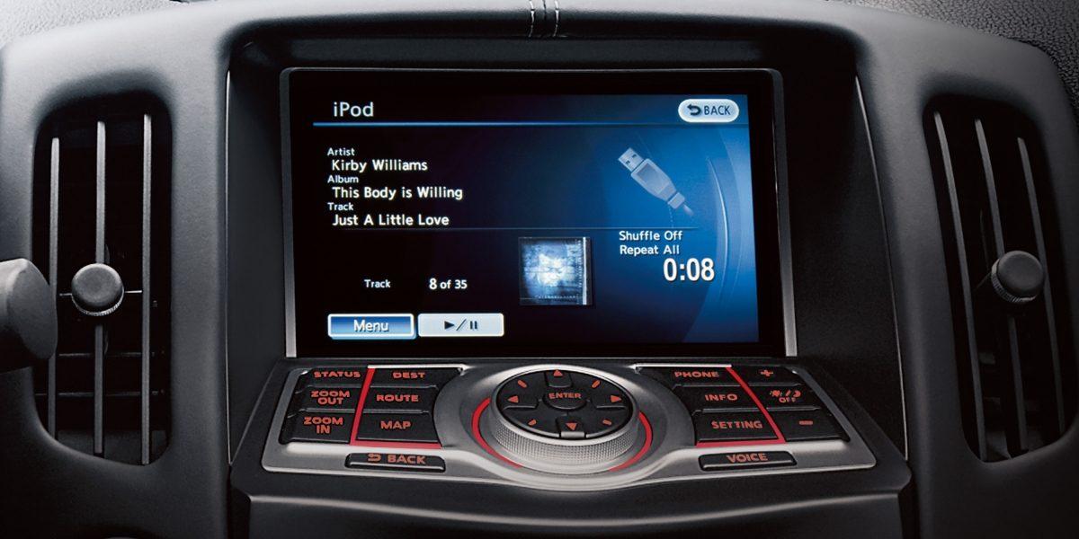 370Z شاشة تعمل باللمس للتحكم في تشغيل الملفات في سيارة نيسان