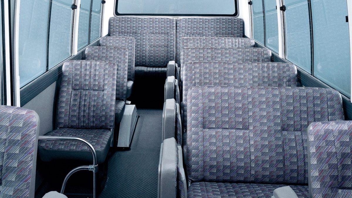 المظهر الداخلي والمقاعد داخل سيارة نيسان سيڤيليان