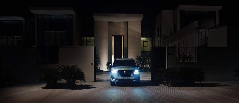 سيارة نيسان باترول بيضاء