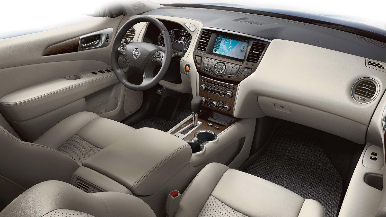 مقصورة القيادة والتصميم الداخلي لسيارة نيسان باثفايندر
