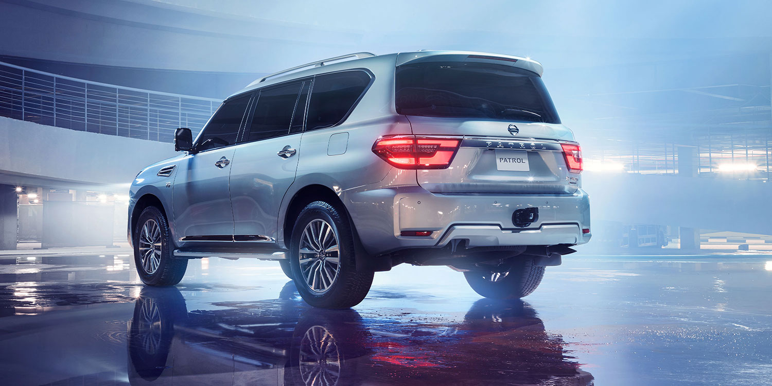 2020 NISSAN PATROL parked with rear lights on